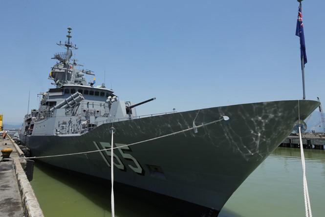 Tàu hộ vệ tên lửa Úc thăm Việt Nam