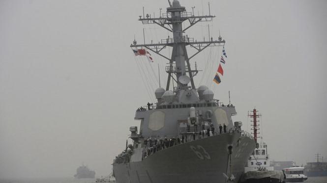 Tàu chiến Mỹ áp sát đảo Tri Tôn ở Hoàng Sa