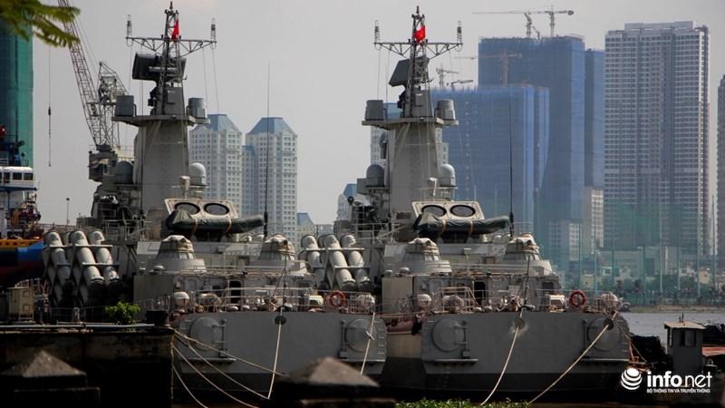 Hai tàu tên lửa tấn công nhanh của Hải quân cùng xuất hiện tại cảng Ba Son