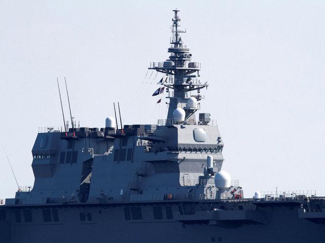 Cận cảnh uy lực tàu sân bay trực thăng của Nhật