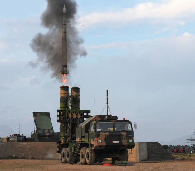 Chuyên gia cảnh báo mối nguy từ tên lửa Trung Quốc điều tới Trường Sa