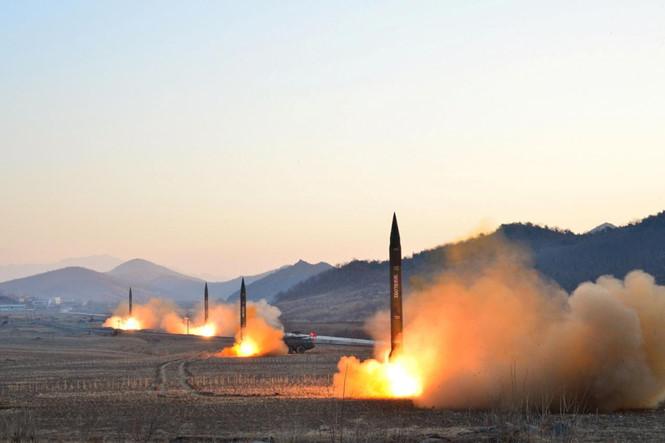 Tình hình căng thẳng trên bán đảo Triều Tiên khuya 28-07-2017: Triều Tiên bất ngờ phóng tên lửa lúc 0 giờ