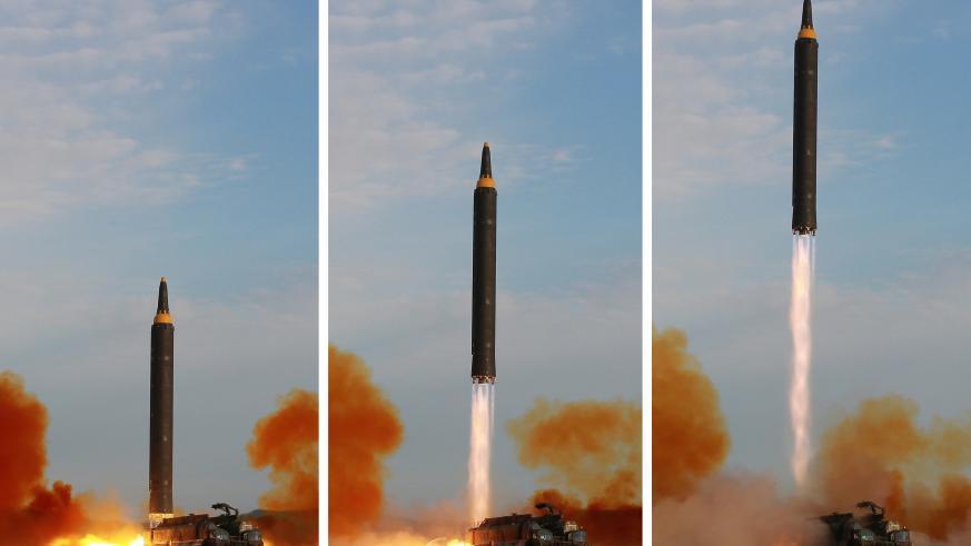 ten lua hwasong-12 duoc trieu tien phong thu hom 15/9. nguon: kcna