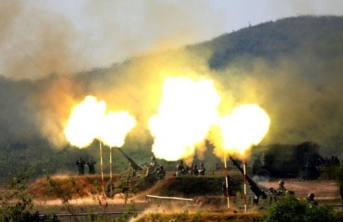 Cùng với tên lửa, các khẩu đội pháo cao xạ 57mm...
