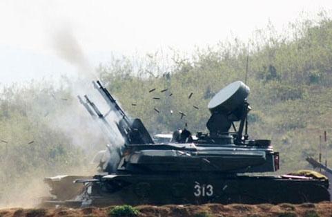 ...và pháo tự hành ZCY-23 cũng quyết tâm tiêu diệt mục tiêu ngay từ loạt đạn đầu