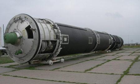 R-36M Satan: ICBM nặng nhất. Quốc gia sản xuất: Liên Xô, phóng lần đầu năm 1970. Trọng lượng phóng 211 tấn, tầm bắn 11.200-16.000 km.