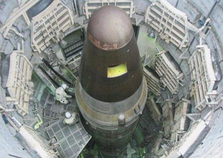 LGM-30G Minuteman: ICBM bay nhanh nhất. Quốc gia sản xuất: Mỹ, phóng lần đầu năm 1966. Trọng lượng phóng 35,5 tấn, tầm bắn 13.000 km.
