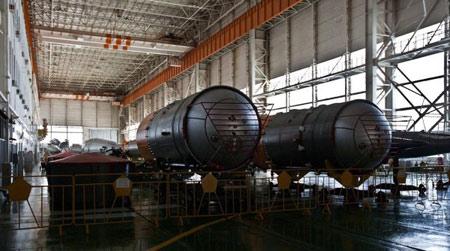 R-7: ICBM đầu tiên. Quốc gia sản xuất: Liên Xô, phóng lần đầu năm 1957. Trọng lượng phóng 88,44 tấn, tầm bắn 8.000 km.