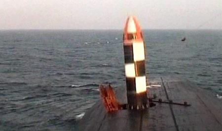 R-30 Bulava: ICBM kinh tế nhất. Quốc gia sản xuất: Nga, phóng lần đầu năm 2005. Trọng lượng phóng 36,8 tấn, tầm bắn 8.000-12.000 km.