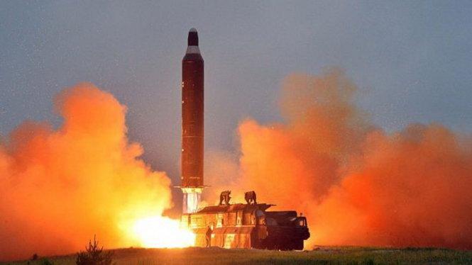 Tin tức tình hình Biển Đông tốii 01-05-2017: Áp lực sau vụ thử tên lửa thất bại - Án phạt nào thích hợp với Triều Tiên?