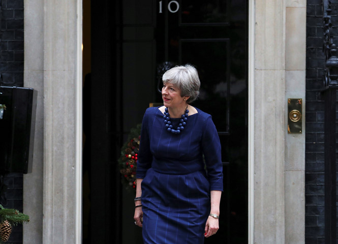 thu tuong anh theresa may buoc ra tu can nha so 10 pho downing reuters
