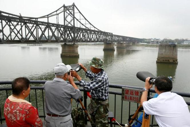Tình hình căng thẳng trên bán đảo Triều Tiên tối 15-08-2017: 4 cách để Trung Quốc có thể gây áp lực lên kinh tế Triều Tiên