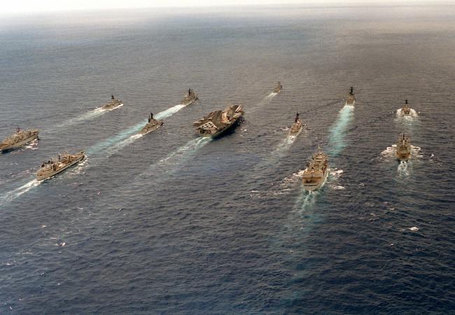 """Tàu sân bay Mỹ tuần tra Biển Đông, Trung Quốc đe không cho phép ai """"khuấy động"""""""