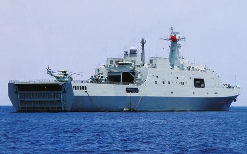 Tàu đổ bộ lớn nhất Trung Quốc bị chê lãng phí vô ích