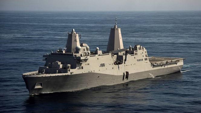 Tàu Hải quân Mỹ USS San Diego cập cảng Cam Ranh