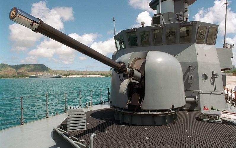 Việt Nam nên thay pháo hạm AK-176 Nga bằng OTO Melara?