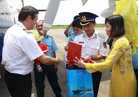 Cảnh sát biển Việt Nam tiếp nhận máy bay tuần tra biển CASA-212-400