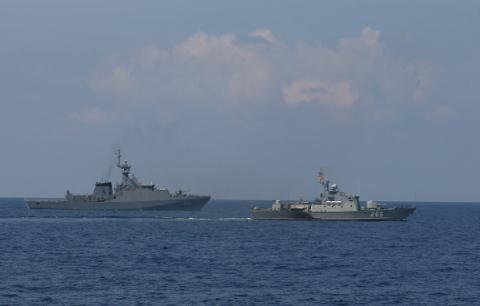 Tàu pháo Svetlyak project 10412 của Hải quân Việt Nam do công ty đóng tàu Almaz (Nga) thiết kế làm nhiệm vụ tuần tra bảo vệ nguồn tài nguyên thiên nhiên trên biển, hộ tống tàu và bảo vệ căn cứ trước các cuộc tấn công kẻ địch trên không và trên mặt nước.