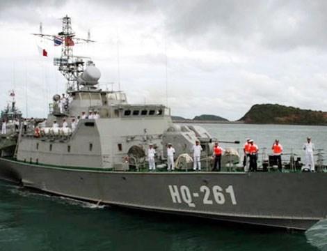 Tàu pháo Svetlyak (project 10412) có lượng giãn nước 375 tấn, dài 49,5m, thủy thủ đoàn 28 người. Svetlyak trang bị hỏa lực quen thuộc xuất hiện nhiều trên các chiến hạm hiện đại của Hải quân Nhân dân Việt Nam. Hỏa lực chính của tàu Svetlyak là pháo AK-176M và một tổ hợp tên lửa đối không tầm thấp Igla-1M (16 đạn).