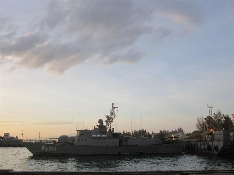 Tàu còn được trang bị 2 súng máy 14,5mm có thể bắn máy bay bay thấp hoặc mục tiêu cỡ nhỏ trên biển. Tàu pháo Svetlyak (project 10412) trang bị 3 động cơ diesel M504 cho phép đạt tốc độ tối đa 30 hải lý/h, tầm hoạt động 3.500km.