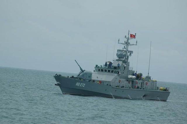 Cuối thập niên 1980, biến thể nâng cấp AK-176M ra đời, được trang bị hệ thống điều khiển hỏa lực mới đi kèm một thiết bị ngắm vô tuyến và thiết bị đo xa laser. Trong giai đoạn 2003 - 2007, Viện nghiên cứu Burevestnik đã cùng với Nhà máy chế tạo máy Nizhny Novgorod cho ra đời biến thể nâng cấp mới nhất của pháo hạm AK-176 mang tên AK-176M1 với trọng lượng nhẹ và hiệu quả chiến đấu cao hơn.