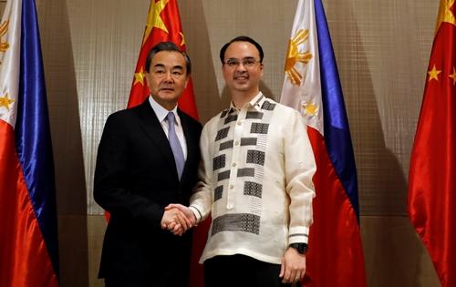 Tin tức tình hình Biển Đông tối 22-10-2017: Philippines không 'kết hôn' với Mỹ để còn theo đuổi Trung Quốc