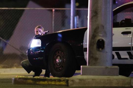 Xả súng đẫm máu ở Las Vegas, 250 người thương vong - Ảnh 3.